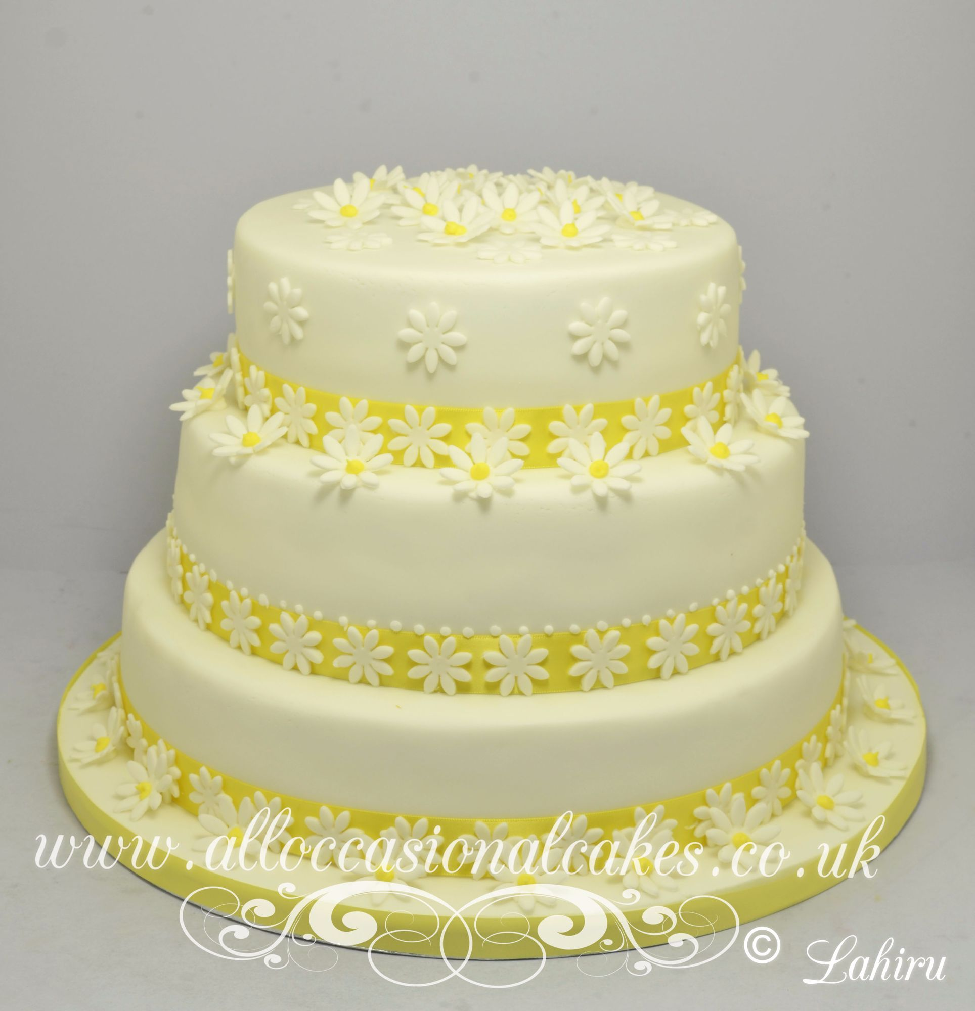 daisy flower wedding cake