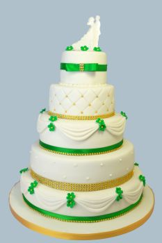 green and gold 5 tier wedding cake