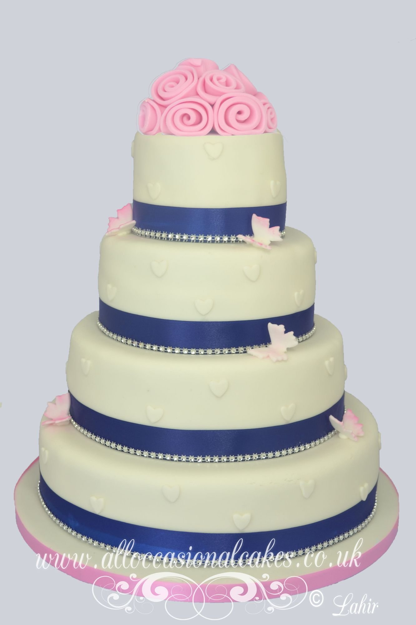 Blue  ribbon with roses wedding cake