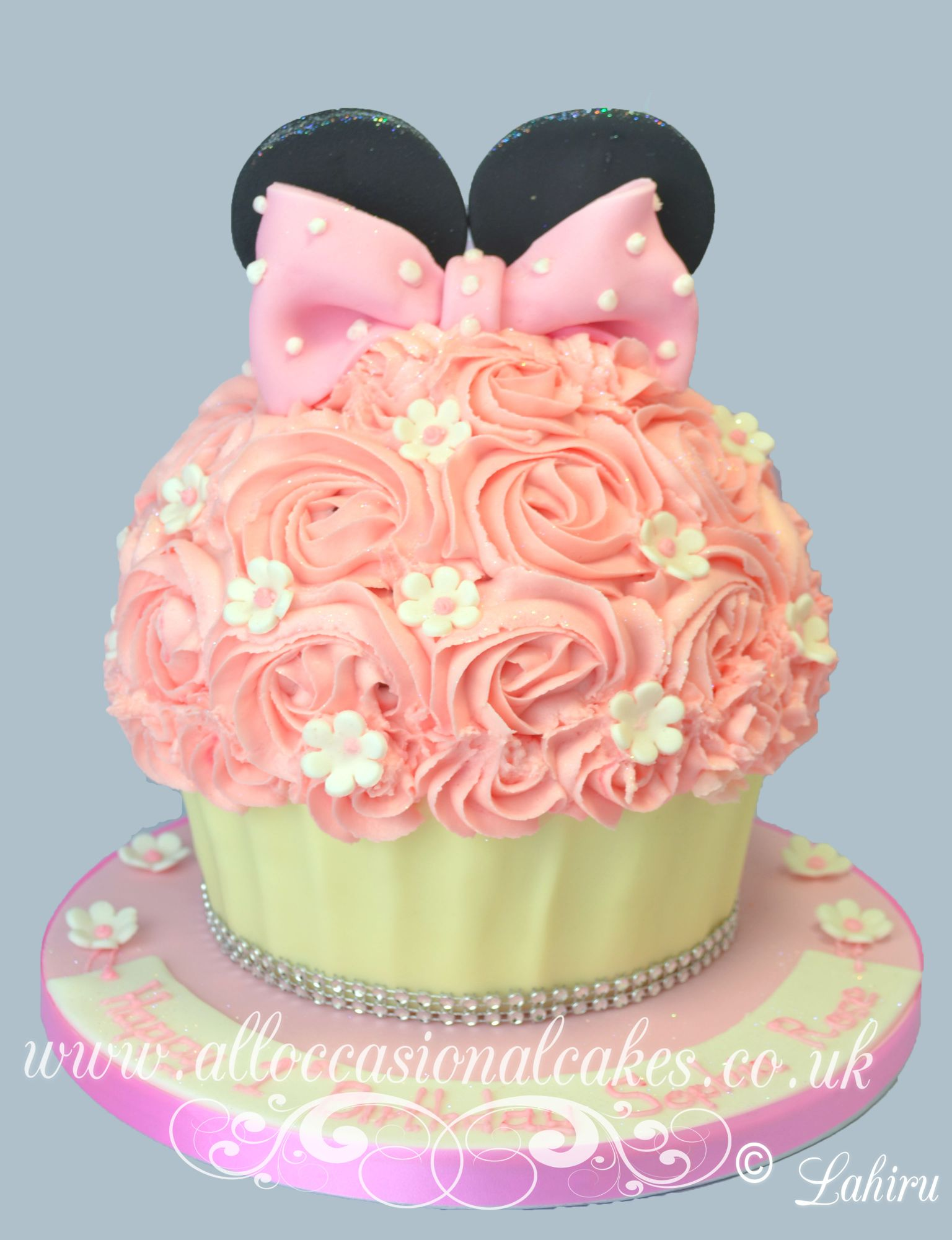 minnie mouse giant cupcak