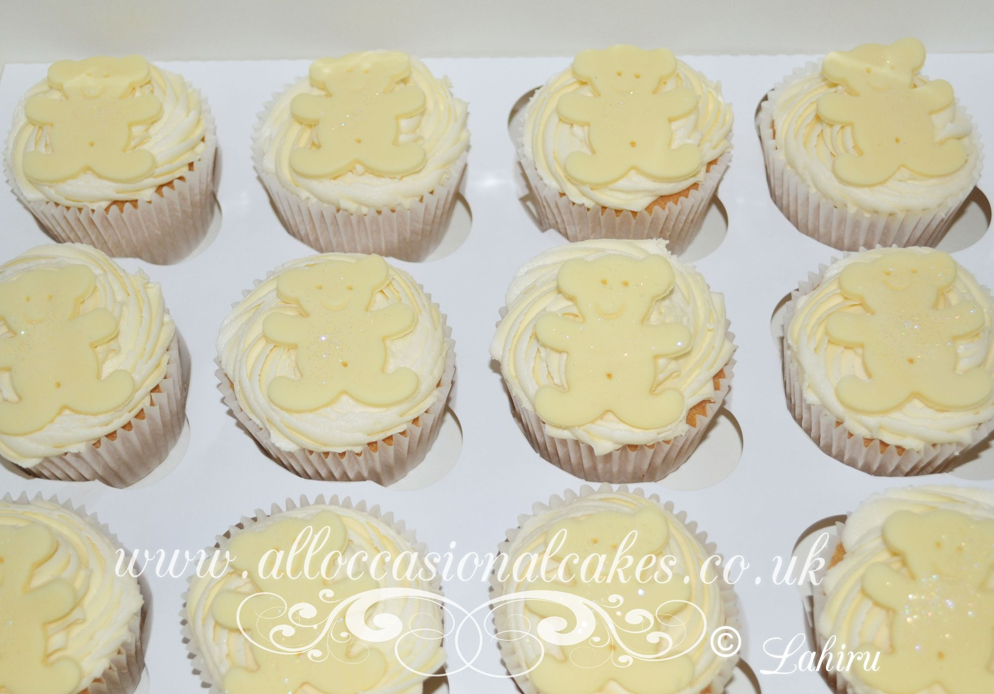 yellow teddy cupcakes