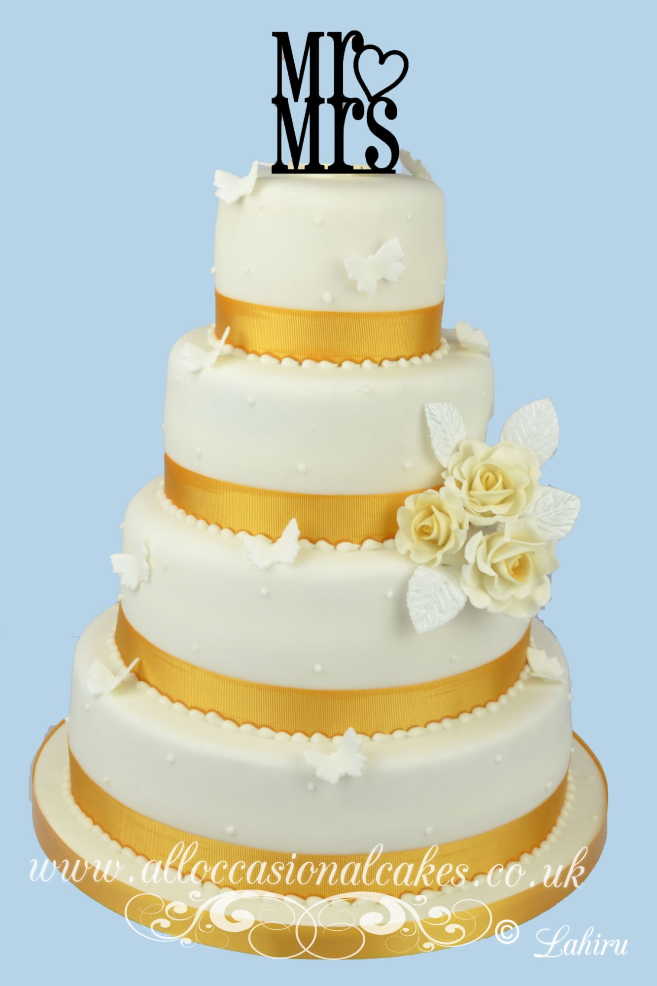 gold color wedding cake
