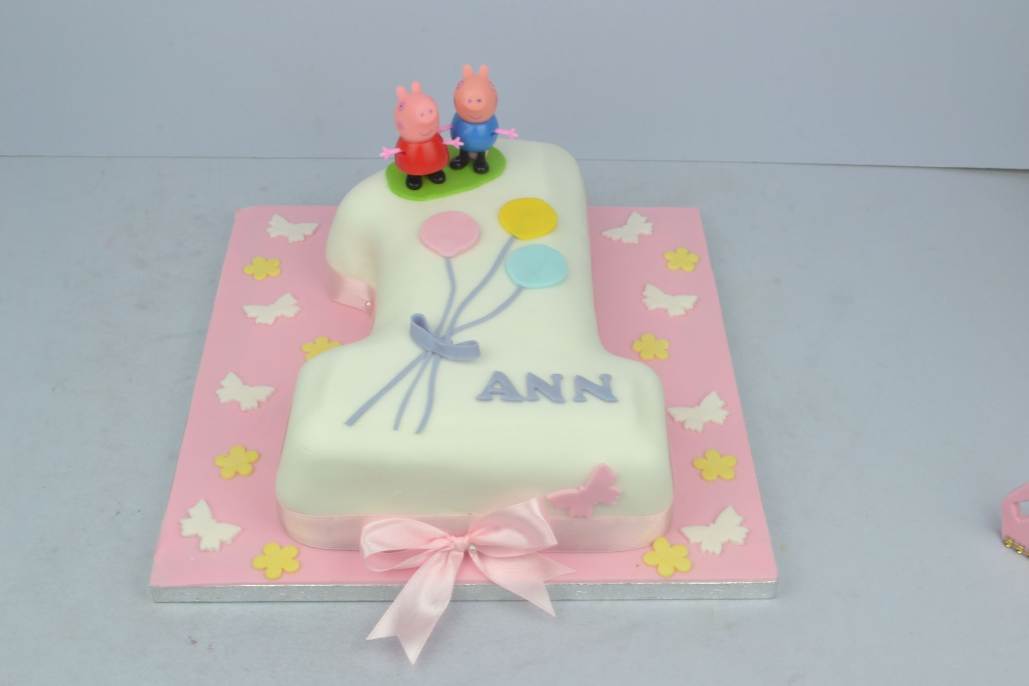 peppa pig themed no 1birthday cake