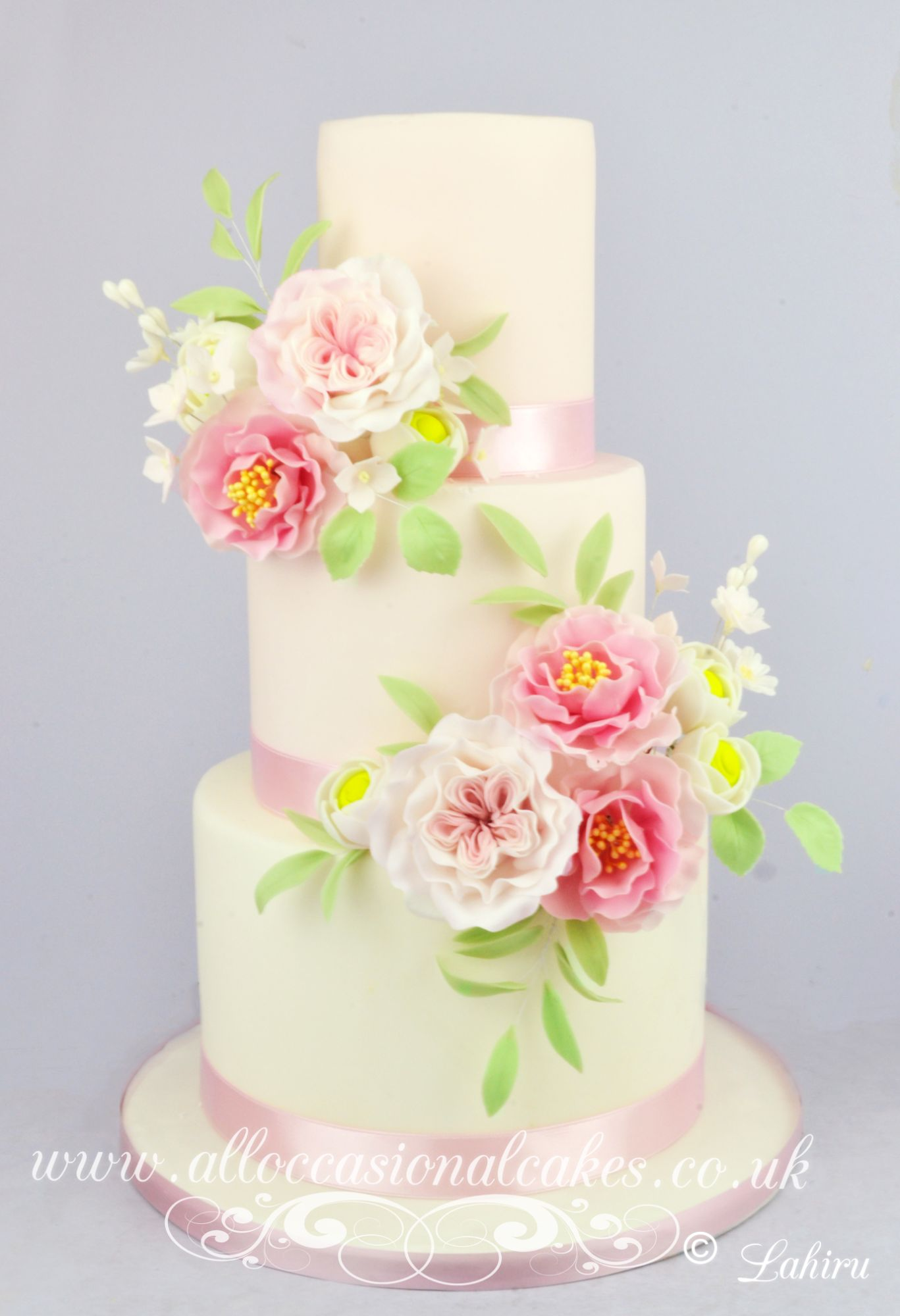 open rose wedding cake