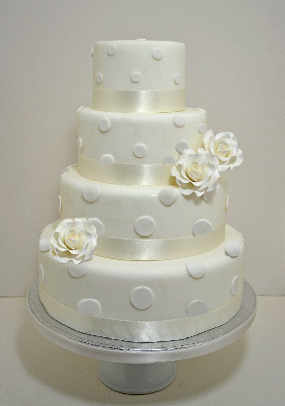 Ivory roses & polka dots wedding cake
