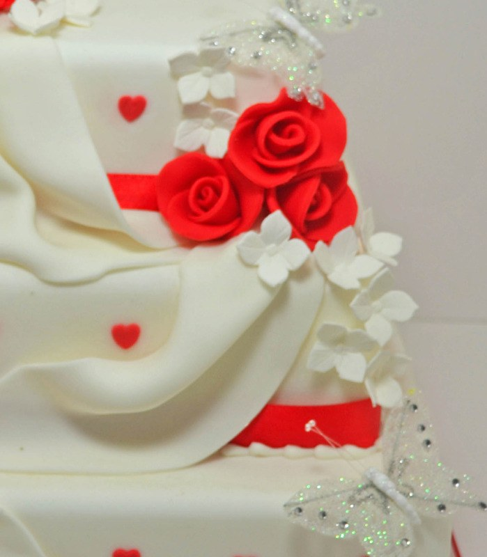 sugar drapes wedding cake 2