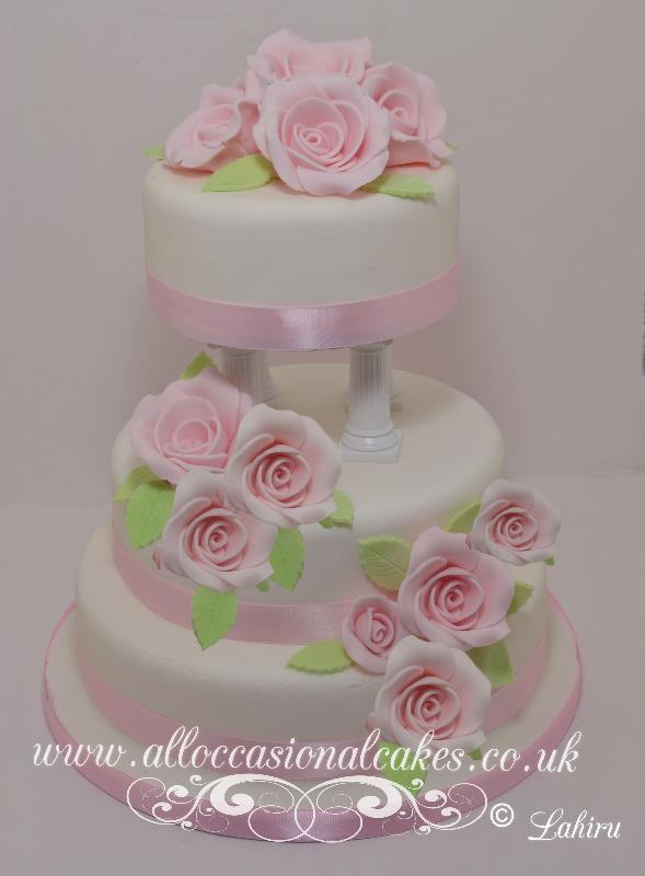 pink rose classic wedding cake £ 360