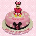 minnie mouse with polka dots cake