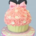 minnie mouse giant cupcake  ( £ 55 )