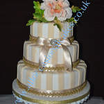 Champagne coloured stripes wedding cake 1
