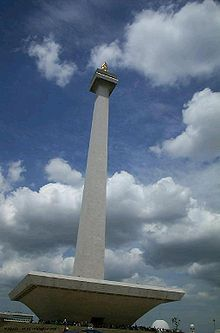 220px-Monas_by_day