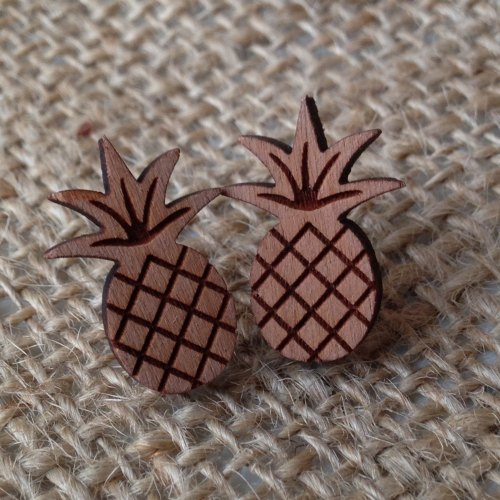 Pineapple wooden studs