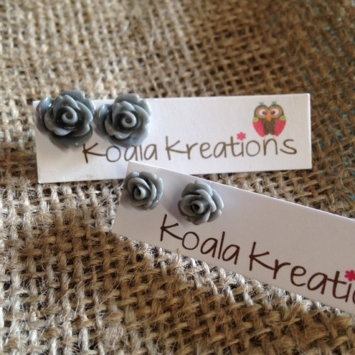 Rose stud earrings grey