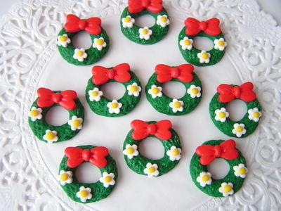 Polymer Clay Christmas Charms.Fimo Christmas Wreath Charm Beads Pk 10