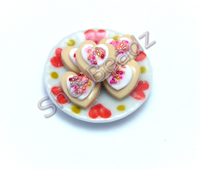 Iced Heart Biscuits on a Decorative Plate Pk 1