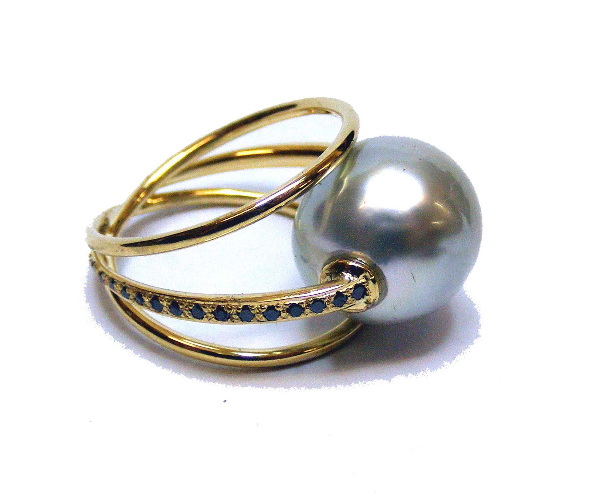 Thaitian Pearl and black diamonds, !8 carat yellow gold ring