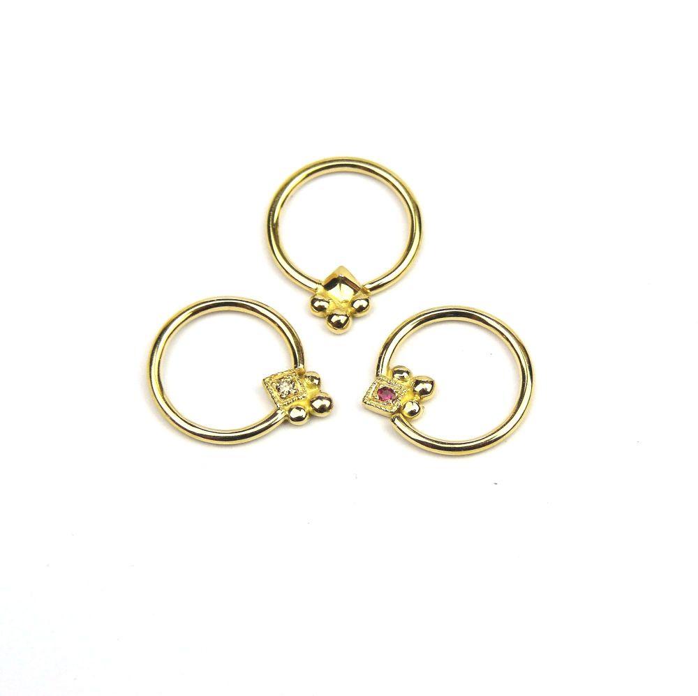 Square Bob, 18 carat Yellow Gold Seam ring