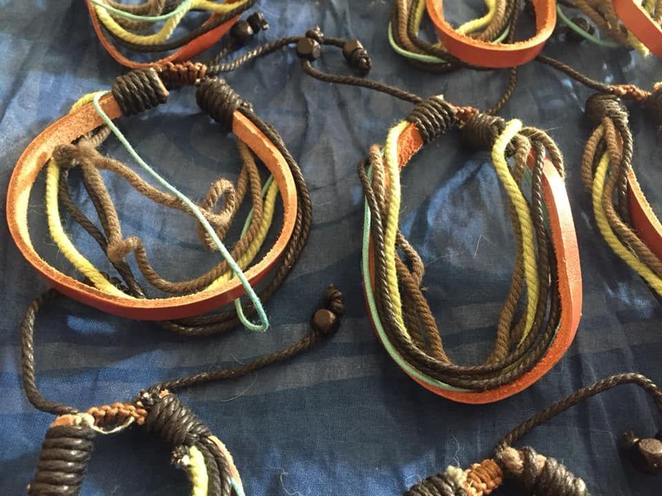 Joblot of 50 bracelets