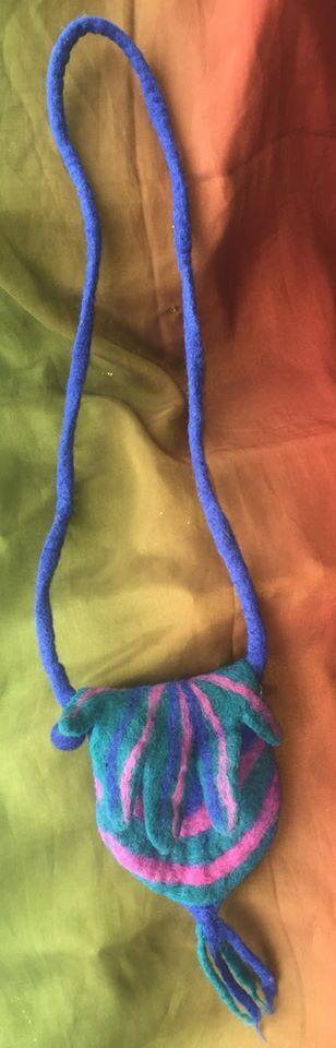 Passport leaf shoulder bag