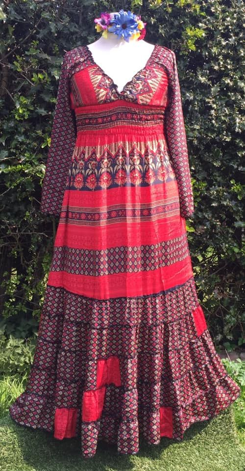 Maxi dress with slight flare sleeves [very long]