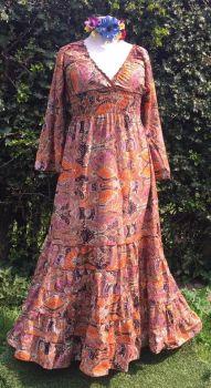 Maxi dress with slight flare sleeves [very long]