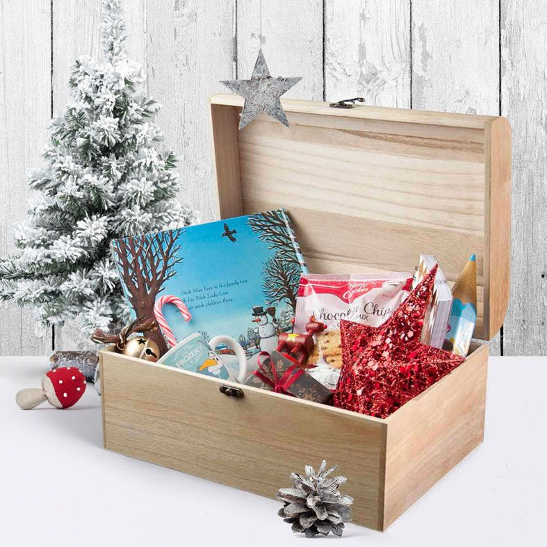 Personalised Wooden Christmas Eve Box | Snowflake Wreath design