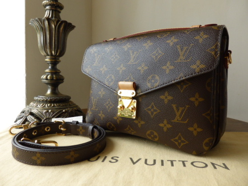 Louis Vuitton Pochette Métis in Monogram Canvas ref 4