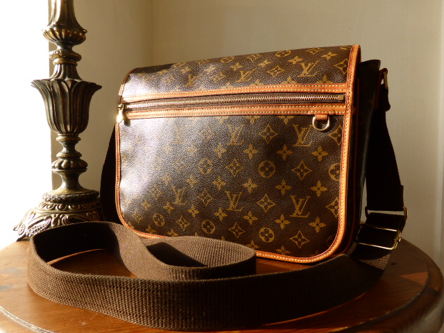 Louis Vuitton Bosphore Messenger GM