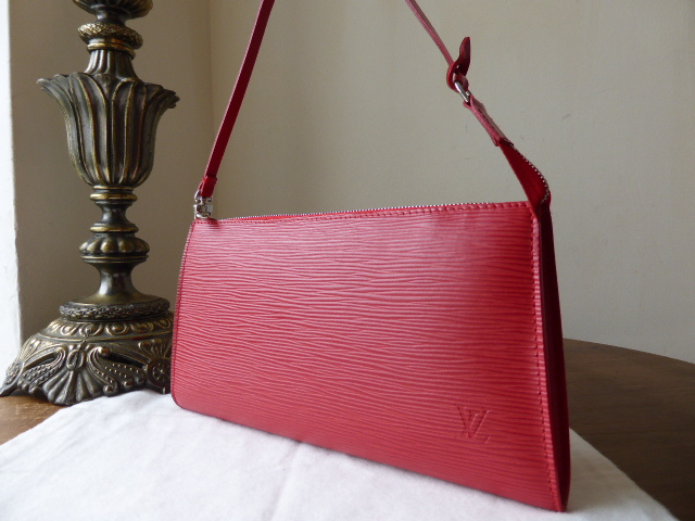 Louis Vuitton Pochette in Red Epi Leather - As New