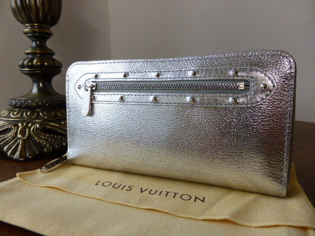 Louis Vuitton Zippy Wallet in Suhali Metallic Silver