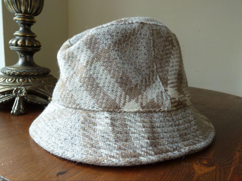 Burberry London 100% Wool Bucket Hat in Beige & Dove Nova Check- NEW