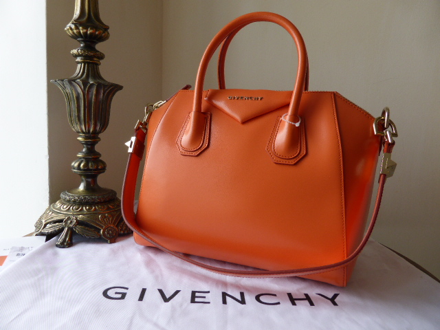 Givenchy Antigona (small) in Smooth Coral Box Leather - New