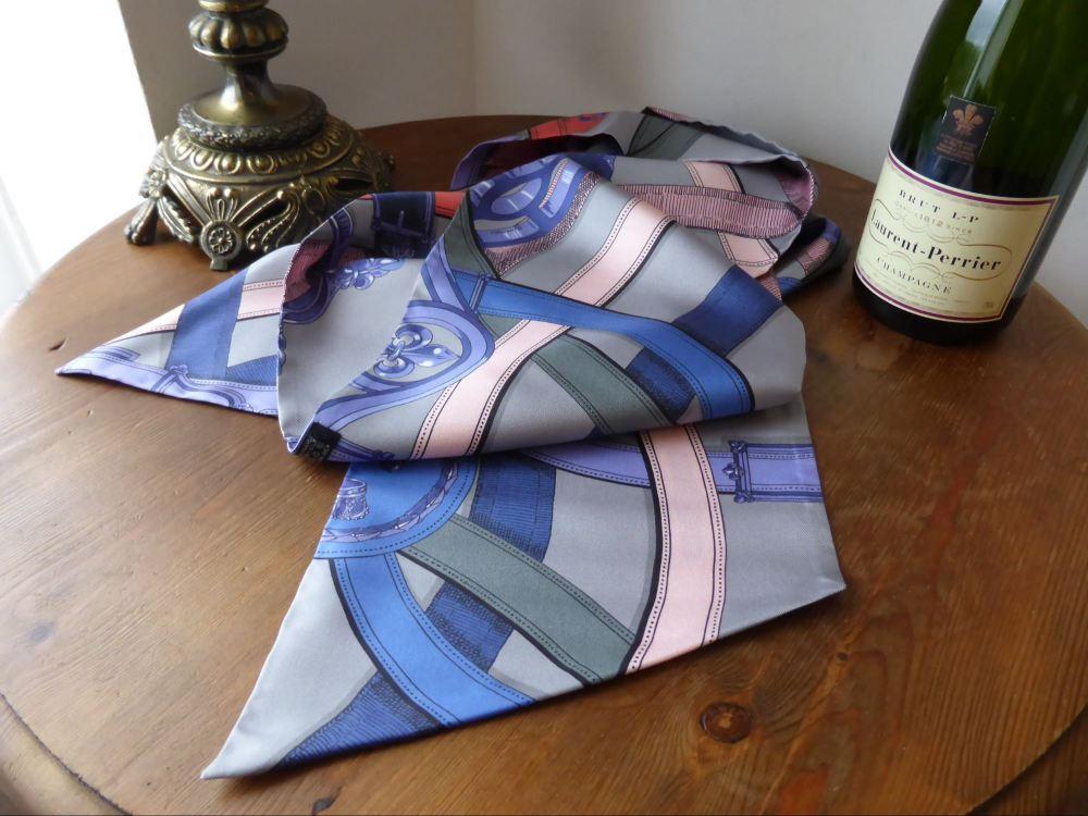 Hermes Silk Maxi Twilly 'Cavalcadour' in GrisPale/Mauve/Crevette  - New