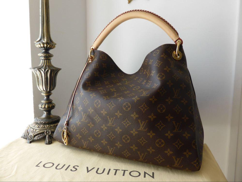 Louis Vuitton Artsy MM in Monogram Canvas