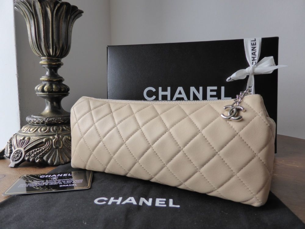 Chanel Zip Roll Make Up Case in Quilted Beige Lambskin