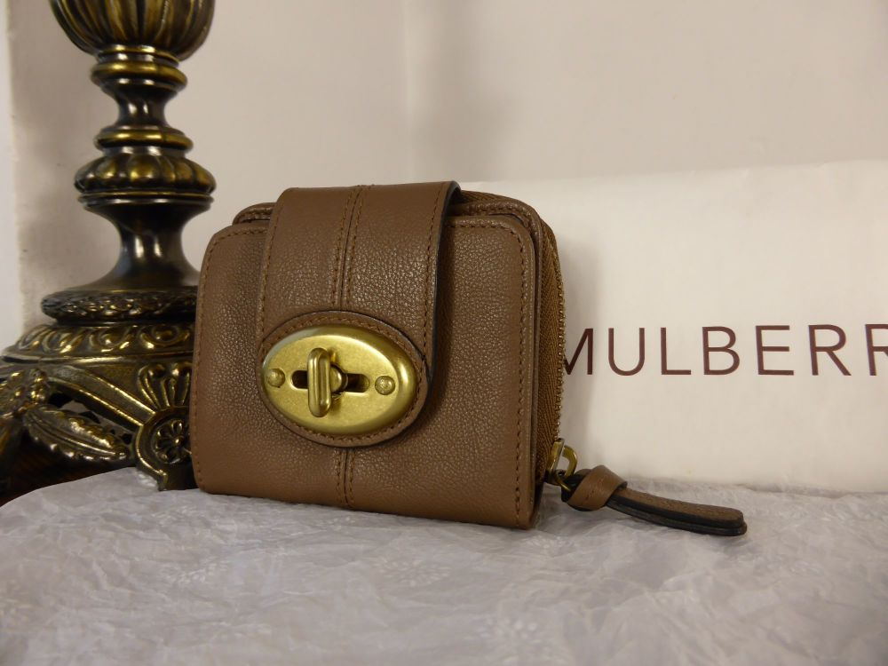 Mulberry Agyness Compact Purse in Mushroom Goatskin - New*
