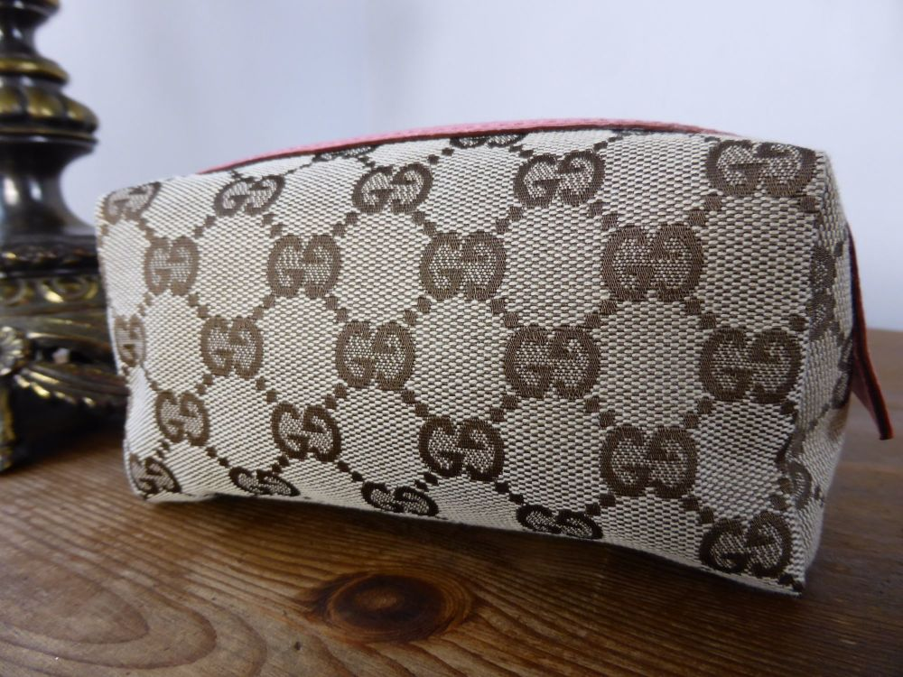 Gucci Cosmetic Zip Pouch in GG Monogram Canvas with Pink Leather Trim - New