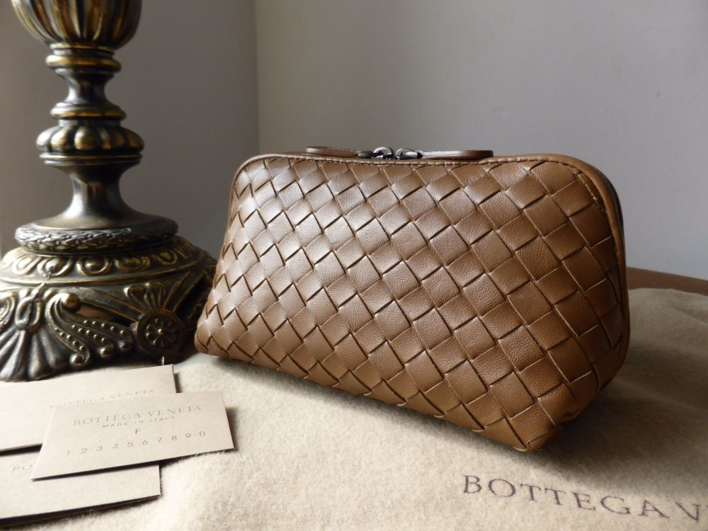 Bottega Veneta Zipped Cosmetic Pouch in Toscana Intrecciato Nappa
