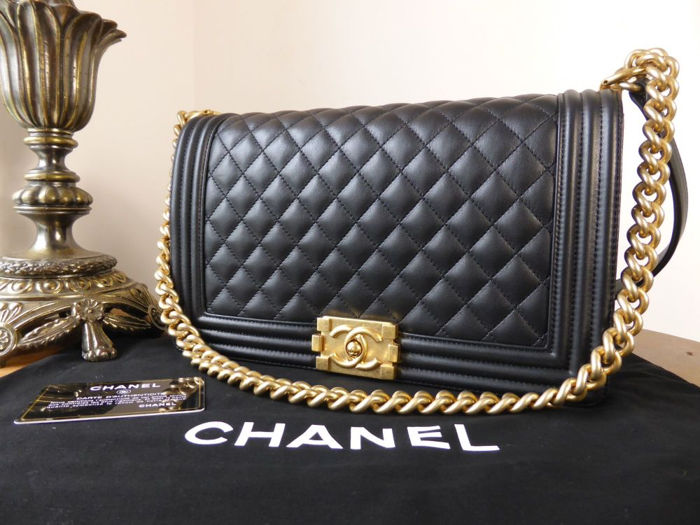 Chanel Boy Bag New Medium in Quilted Black Calfskin