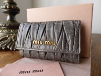 Miu Miu Key Case in Grigio Matelasse Lux - New