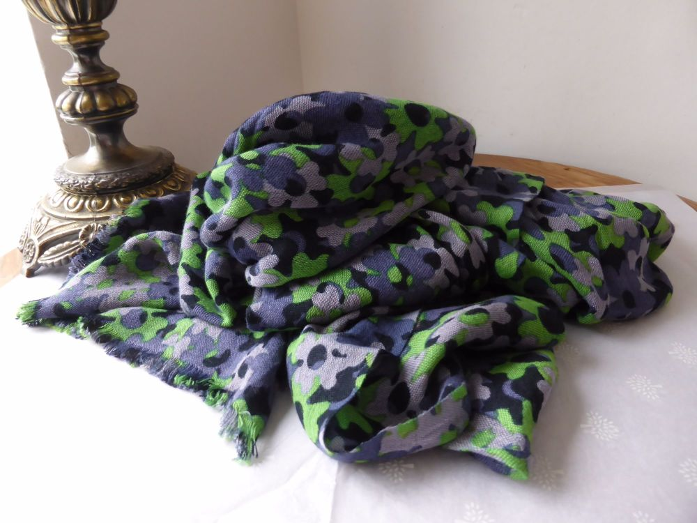 Mulberry Clover Camo Wrap in Midnight Bamboo Soya Mix
