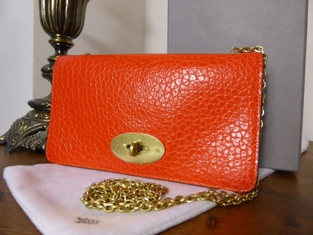 Mulberry Bayswater Shoulder Clutch Wallet in Flame Shiny Grain Leather - As