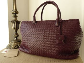 Bottega Veneta Large Duffle Weekend Holiday Bag in Barolo Burgundy Intrecciato - As New*