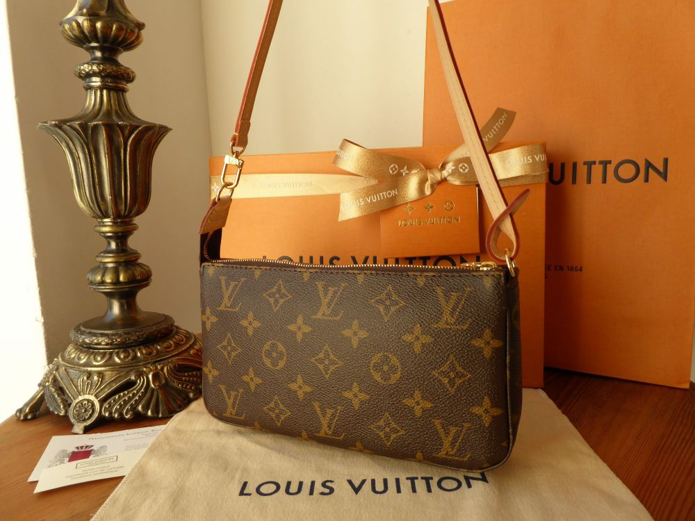Louis Vuitton Pochette Monogram - New