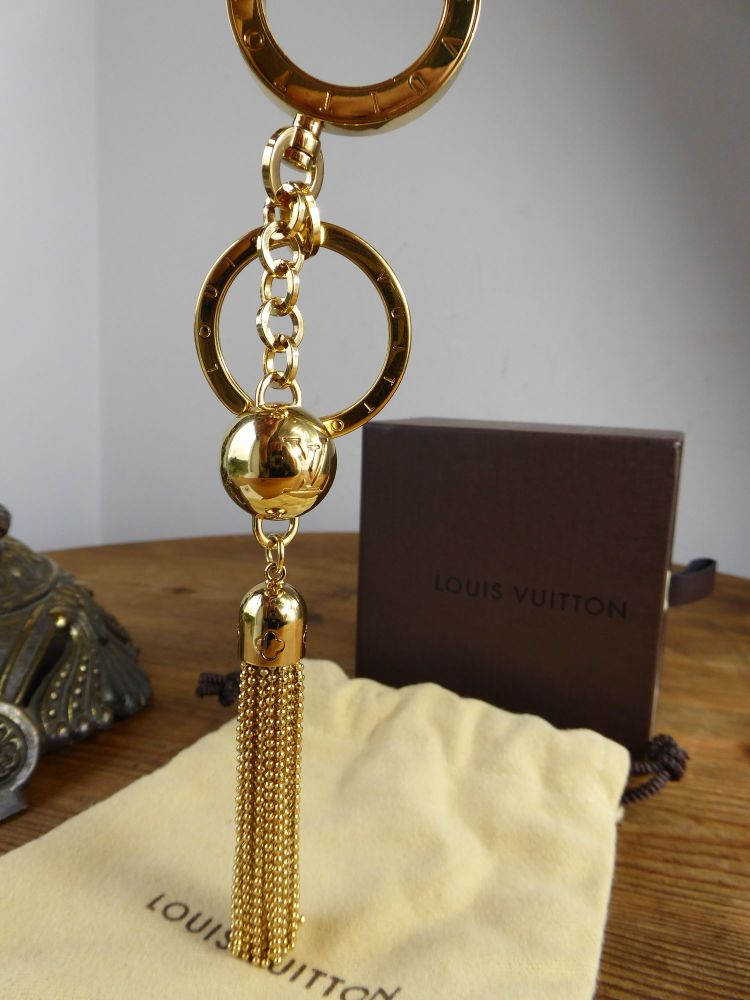louis vuitton porte cles swing tassel key ring bag charm. Black Bedroom Furniture Sets. Home Design Ideas