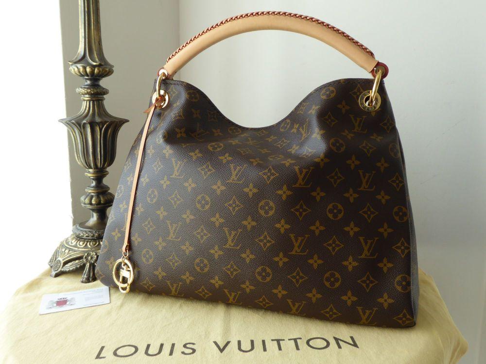 Louis Vuitton Artsy MM in Monogram Vachette.