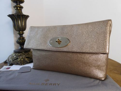 2edd6955affe Mulberry Clemmie Clutch in Metallic Mushroom Goatskin Leather   Mono Felt L