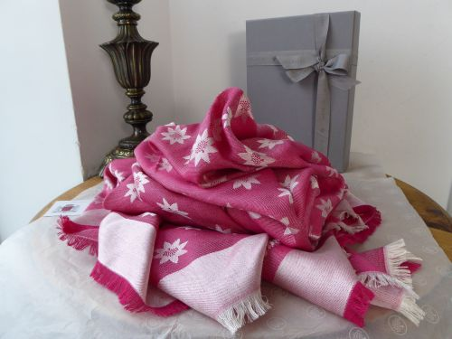 Mulberry Monogram Star Jacquard Scarf Wrap in Cerise Silk Wool Mix - As New