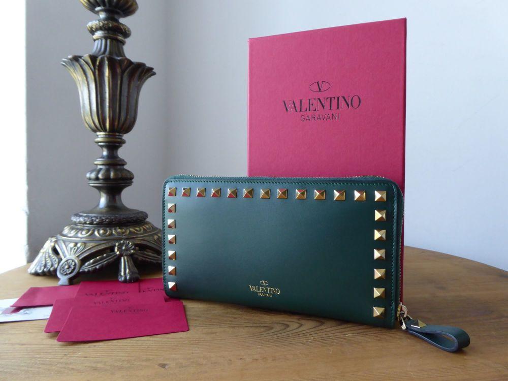 Garavani Valentino Rockstud Continental Zip Around Wallet in Bottle Green S