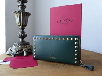 Garavani Valentino Rockstud Continental Zip Around Wallet in Bottle Green Smooth Calfskin